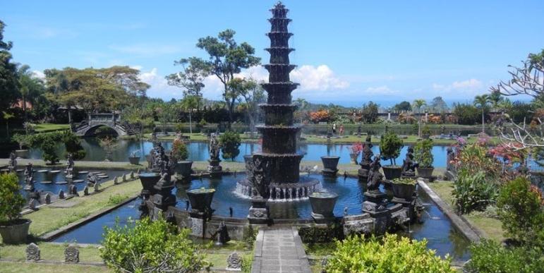 Tirta-Gangga-Water-Palace